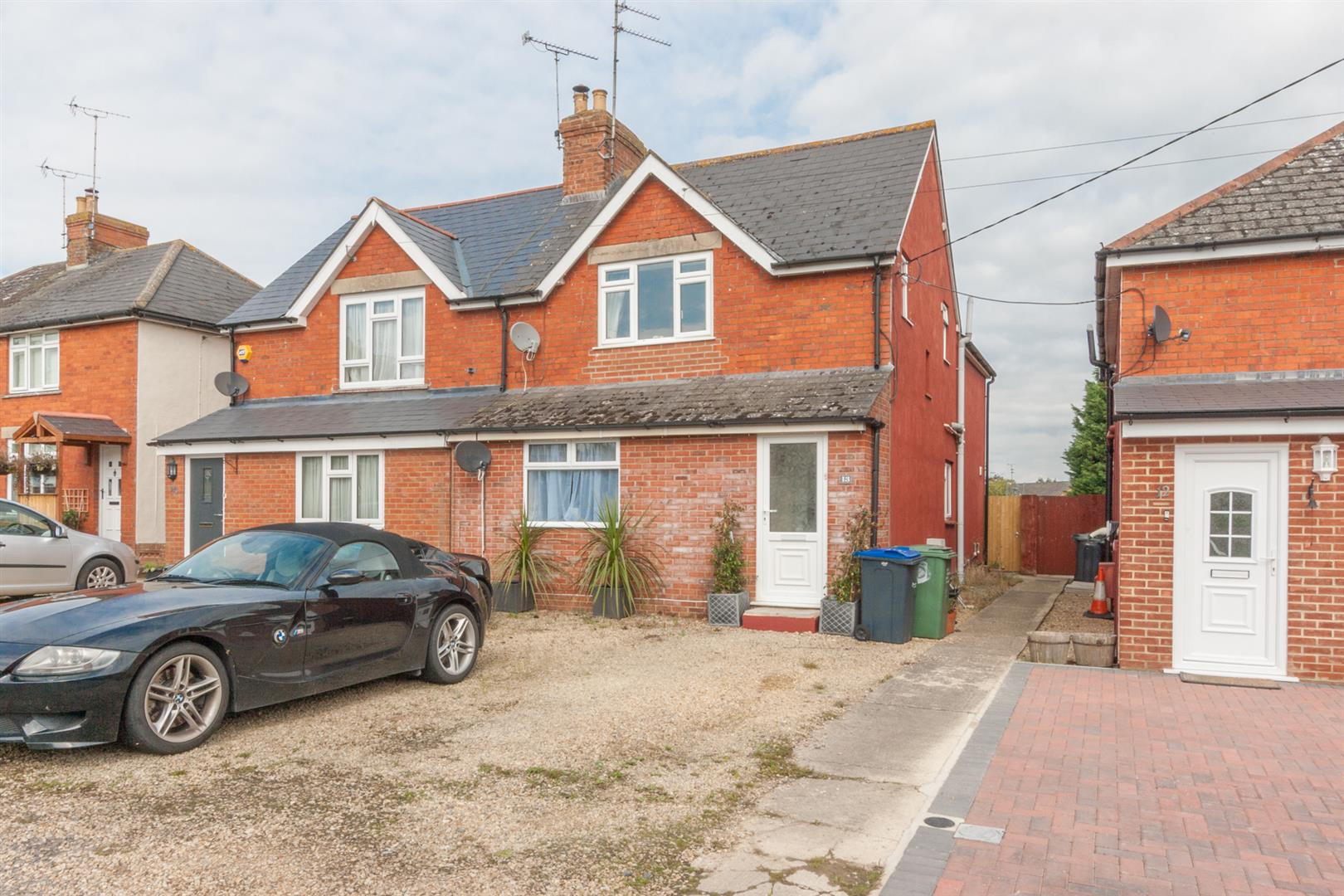 3 Bedrooms Semi Detached House for sale in Witts Lane, Purton, Swindon